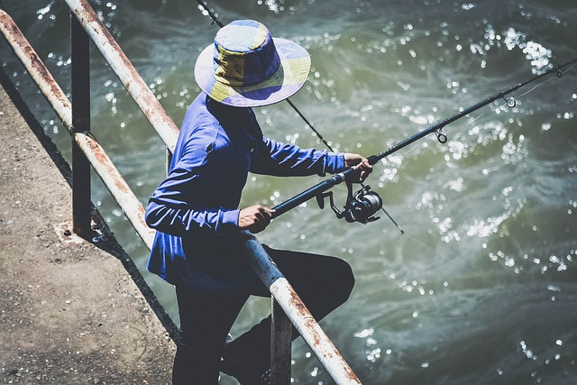 rybář u zábradlí