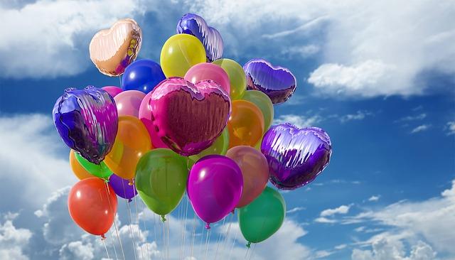 nebe nad balonky
