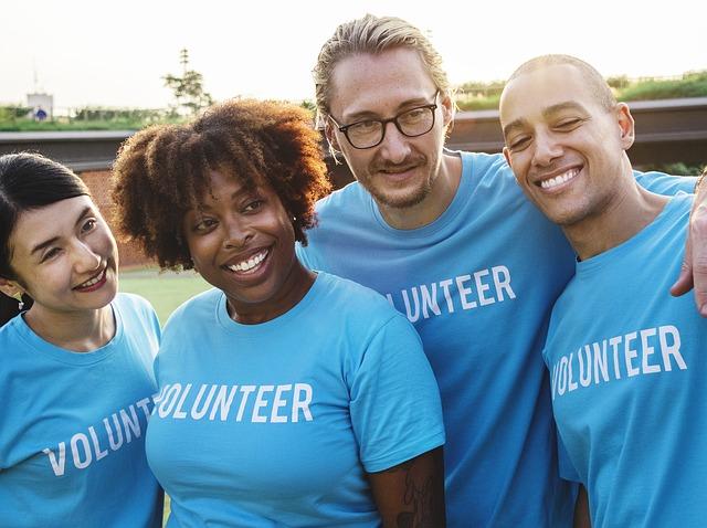 multikulturní tým dobrovolníků