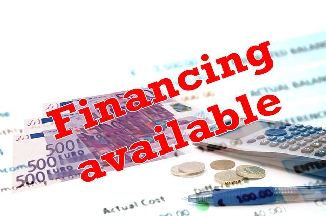dostupné financování, kalkulačka v pozadí.jpg